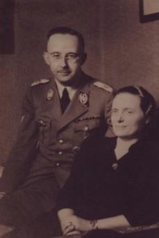 Heinrich Himmler con su esposa Marga