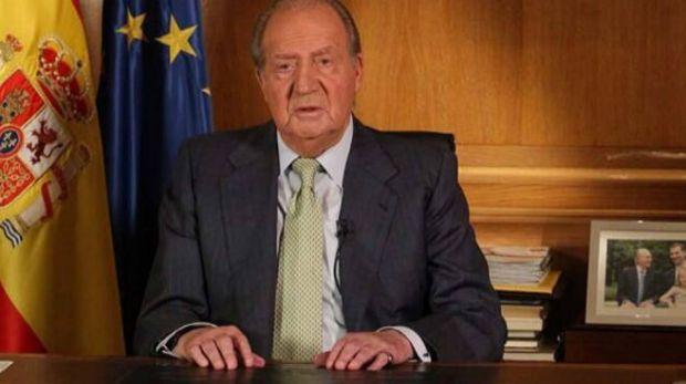 El Rey Juan Carlos I pronuncia el discurso en el que anuncia su abdicación