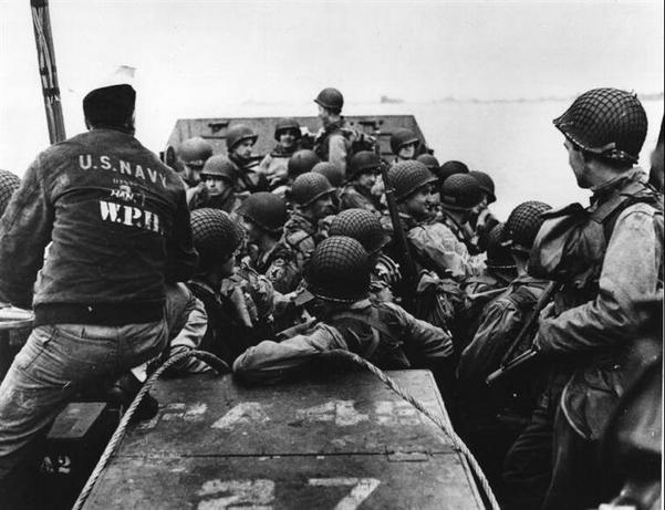 WEYMOUTH, Reino Unido—Tropas americanas dejando el puerto inglés, junio 1944
